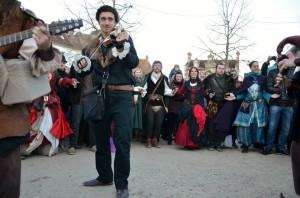 Bransle des chevaux : Animation avec Cynthia des Danseries des Lys du Bal Médiéval du Marché de Noël de Provins 2013 - photo par Cheyenne
